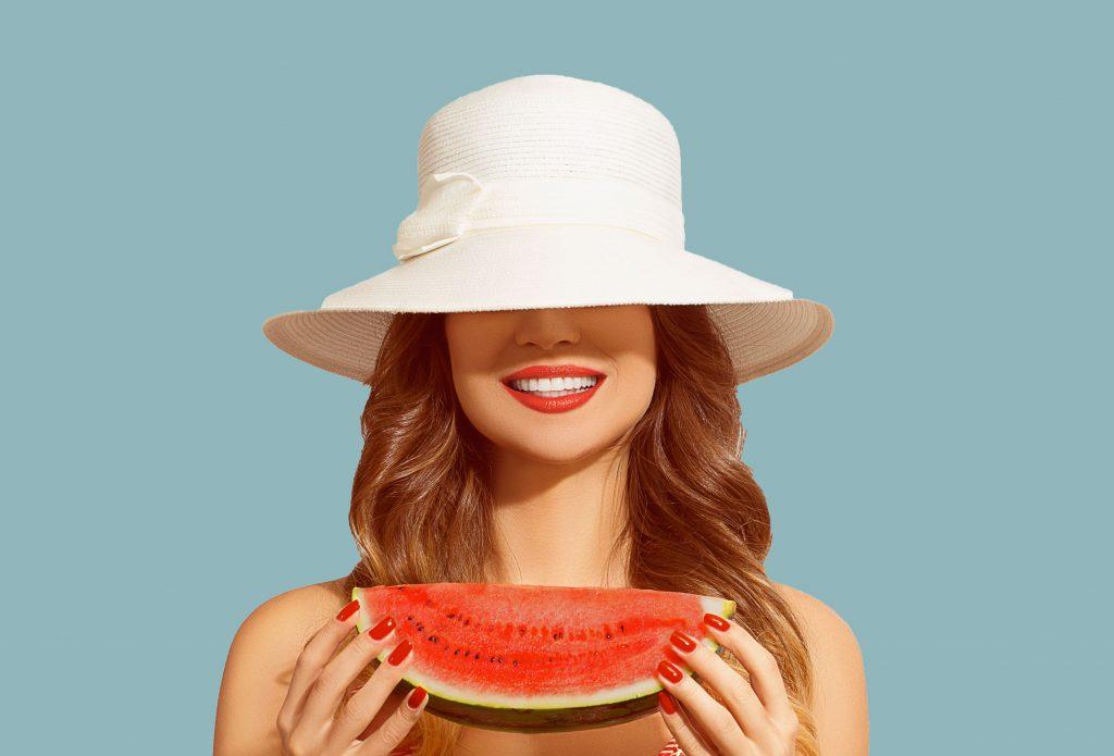 es muy importante tener una alimentación sana y una buena higiene bucodental y, en general, cuidar tu boca en verano